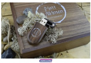 2-Dark-Large-Wooden-Photo-Prints-USB-Gift-Box