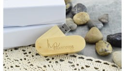 Wooden Twister USB Drive - Light Wood 3